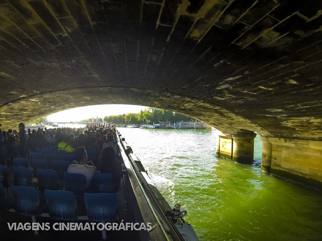 A Paris do filme Antes do Pôr do Sol: passeio de barco às margens do Rio Sena