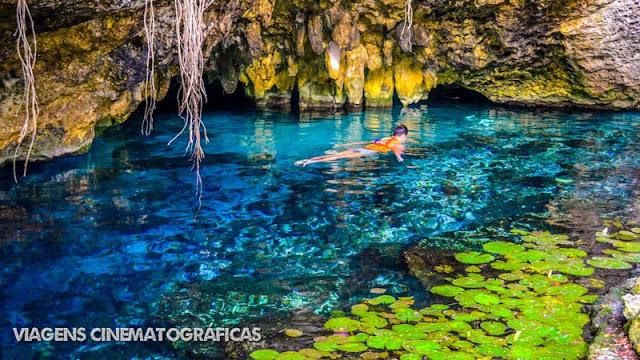 Os cenotes são cavernas típicas no México