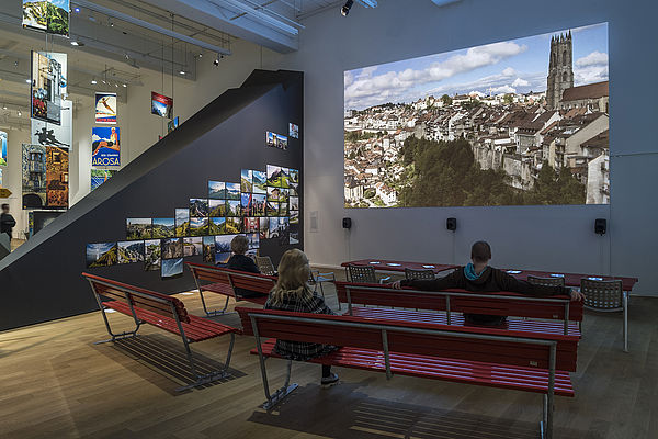 Exposição de pôsteres comemora 100 anos do Turismo na Suíça